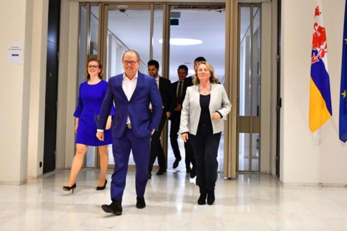 Linkse partijen leggen bom onder coalitieplan. De wens van informateur Ger Koopmans voor een brede coalitie van linkse en rechtse partijen lijkt van de baan.