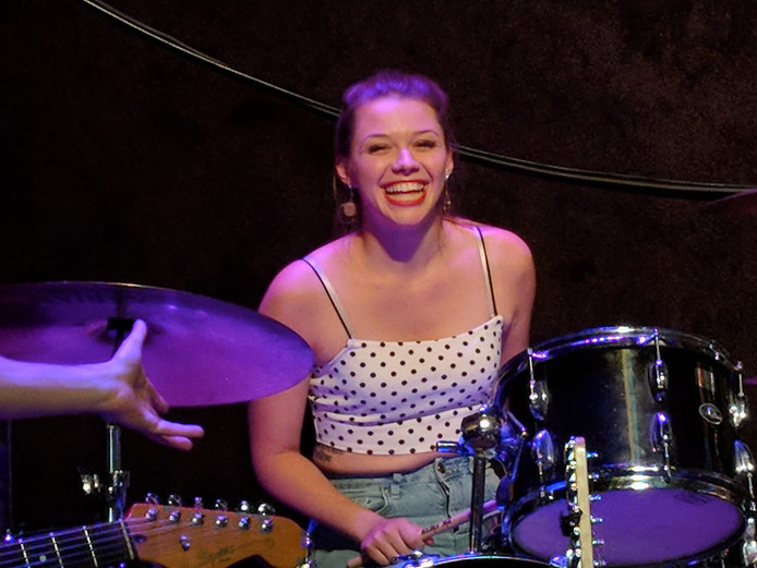 Bij een ruzie in haar Rotterdamse studentenkamer is gisteren de 21-jarige Sarah Papenheim uit de Amerikaanse staat Minnesota doodgestoken.