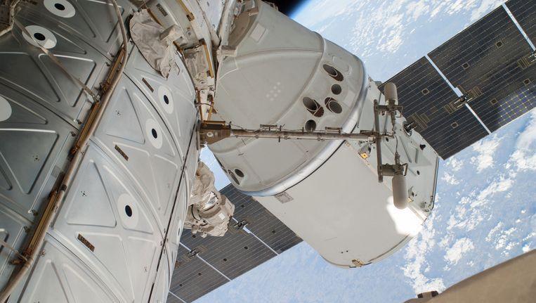 De SpaceX Dragon, die tot 18 mei vastgekoppeld zat aan het ISS Beeld ap