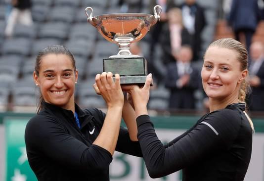 Caroline Garcia en Kristina Mladenovic (links).