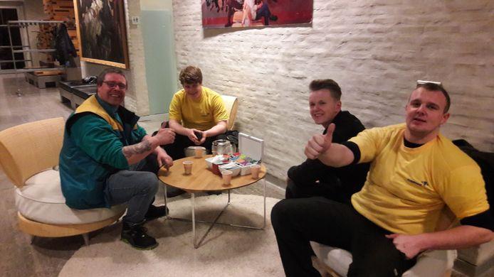 Medewerkers van het bedrijf Convoi houden pauze, na het overbrengen van de stembiljetten van de stembureaus op Eindhoven Airport en het station naar het stadhuis in Eindhoven.