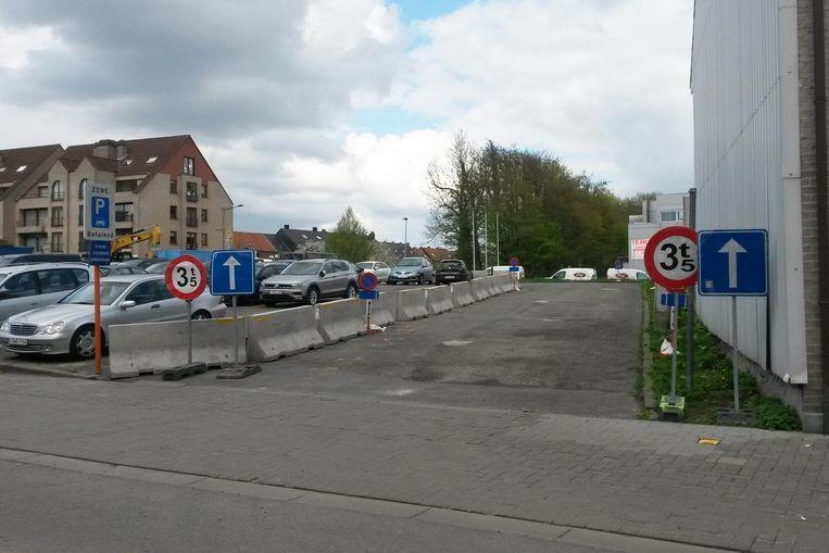 De nieuwe weg op de parking aan de Oude Kaai.