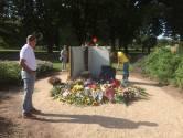 Honderden belangstellenden 'lezen' Vlinderboek in het Osse Elzeneindpark