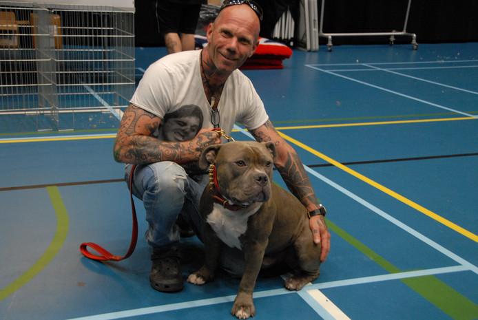 Roef Otten uit Velserbroek is zichtbaar trots op zijn Tony