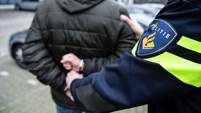 Foto ter illustratie politie handboeien aanhouding arrestatie