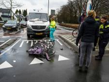 Fietsster geschept door busje op rotonde in Geldrop