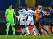 Balotelli wil van het veld na racisme, maar teamgenoten houden hem tegen