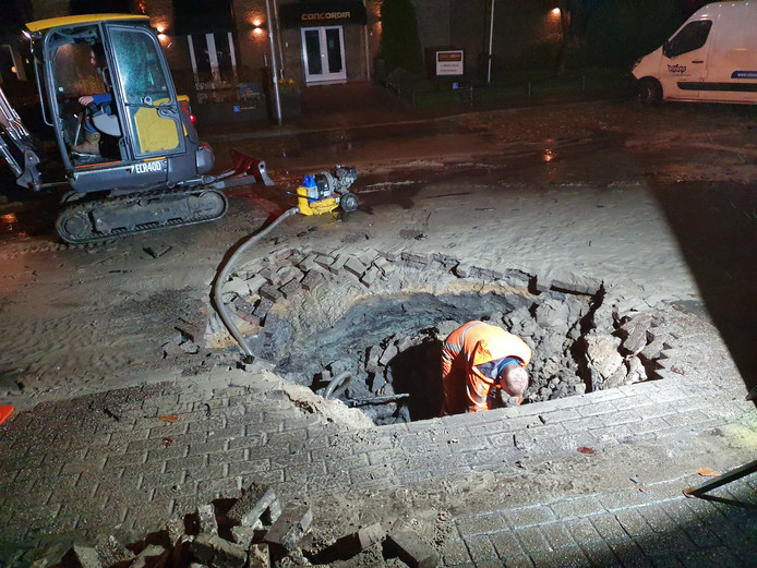 Opnieuw is er een breuk in de waterleiding in Hoogland.