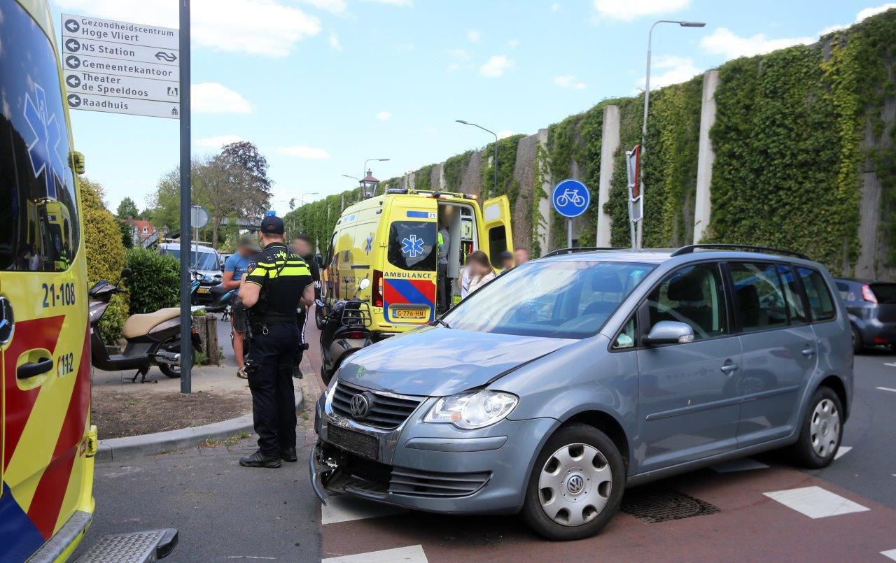 Ongeluk op kruising Dokter Hillenlaan en Boxtelseweg in Vught.