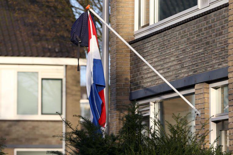Sommige leerlingen hingen direct de vlag buiten toen bleek dat de centraal schriftelijke eindexamens werden afgelast.  Beeld ANP