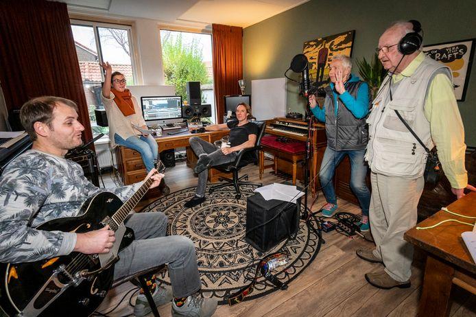 Michel Mierop, Maxime Laarmans, Danny Gras, Julie Goossen en Wim Aartsen (vlnr).
