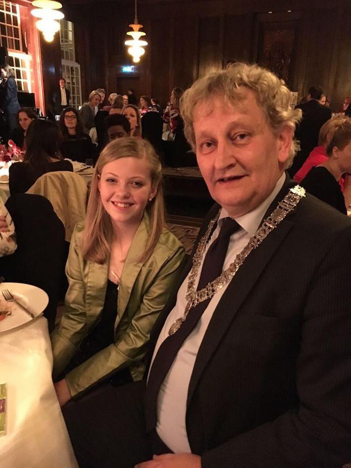 Julie met Eberhard van der Laan tijdens het Youth Gala in hotel The Grand.