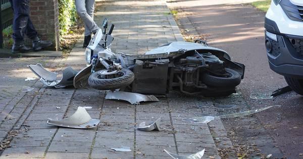 Scooterrijder aangereden door vrachtwagentje bij oprit aan Bredaseweg: vrouw gewond.