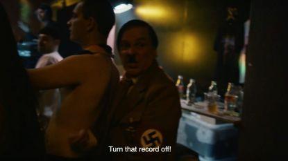 """Hitler duikt op in nieuwe videoclip Zwangere Guy: """"Zet die plaat af"""""""