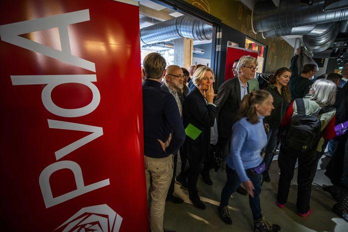 Zo'n driehonderd PvdA-leden hebben tijdens een ledenraad in Eindhoven ingestemd met radicale stikstofmaatregelen.