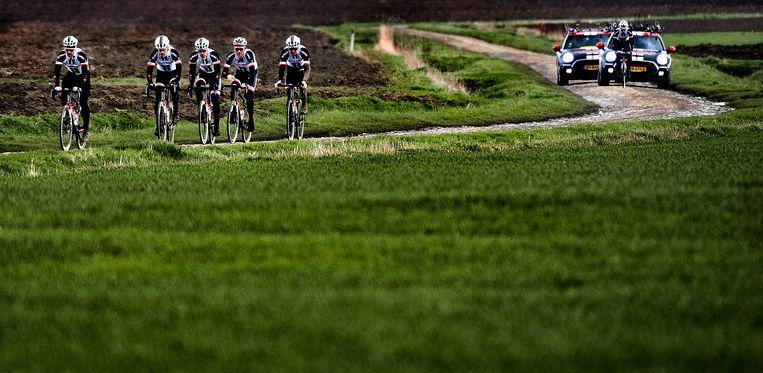 Team Sunweb op verkenning.  Beeld Klaas Jan van der Weij