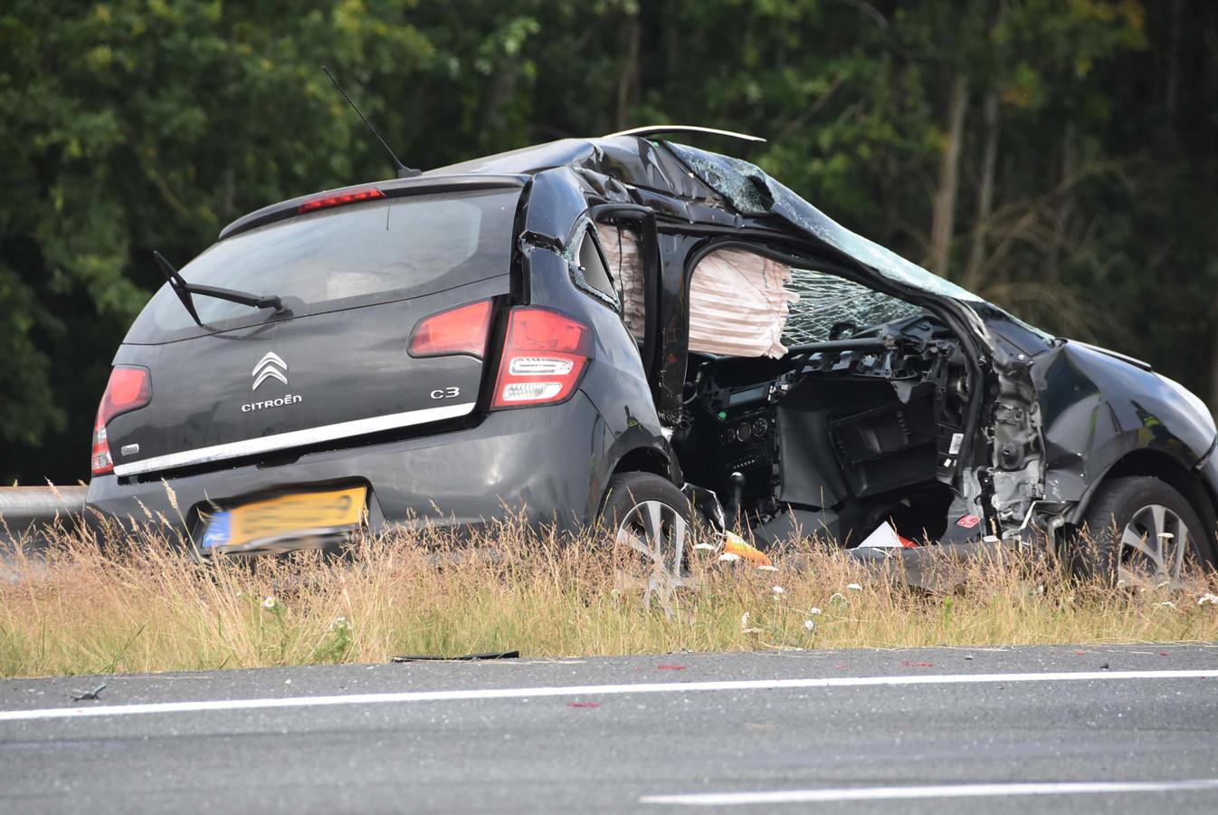 Flinke schade aan de auto's door de aanrijding bij De Wijk.