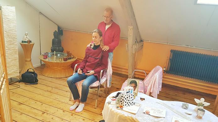 Pieter Leijten geeft een sessie aan Yvette.