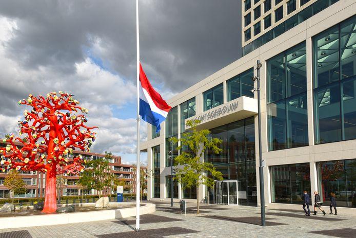 Ook in de rechtbank in Breda,  waar vorige week de vlag halfstok hing na de moord op advocaat Derk Wiersum, wordt maandag op hoog niveau gesproken over de veiligheid na de liquidatie van de Amsterdamse raadsman.