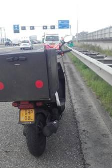Pizzakoerier van snelweg geplukt