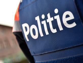 Man met psychische problemen opgepakt door politie nadat hij met vals wapen rondloopt aan school