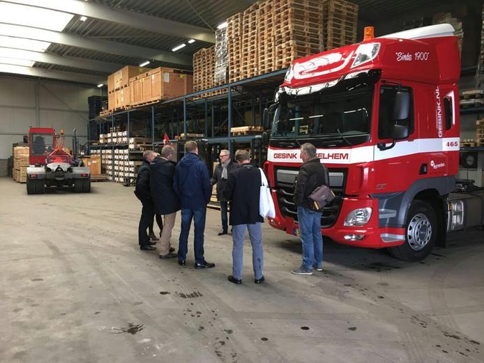 Bijna het complete college van burgemeester en wethouders van Bronckhorst nam dinsdag een kijkje bij Zelhemse bedrijven.