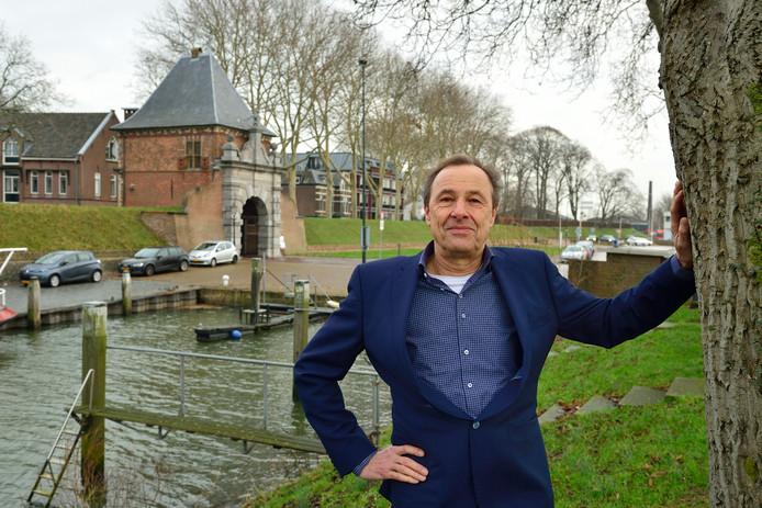 Ad Struijs wil een spoeddebat over de oeverbinding tussen Krimpen aan de Lek en de gemeente Ridderkerk.