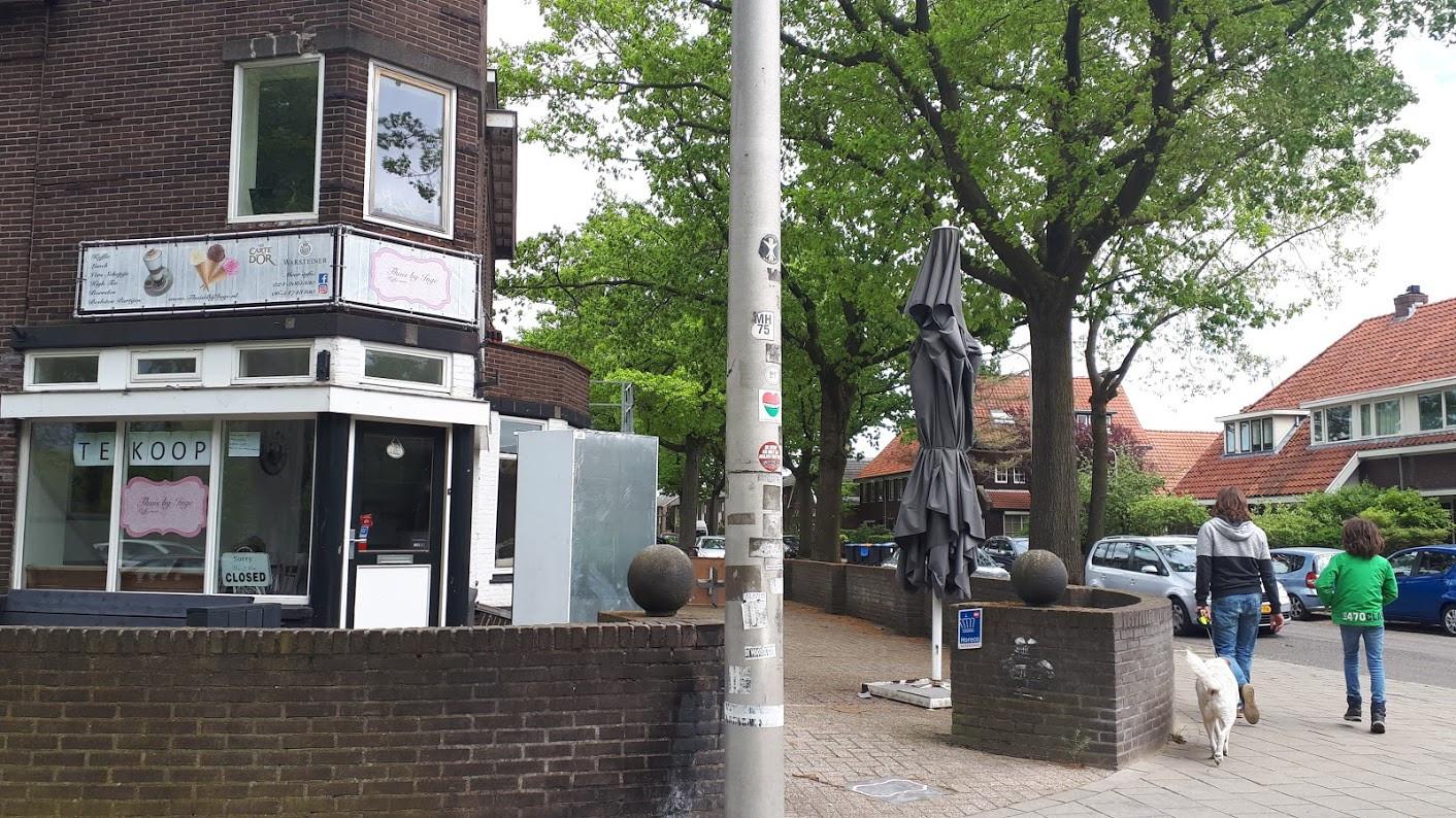 Lunchzaak 'Thuis bij Inge' aan de Hazenkampseweg in Nijmegen. Het horecapand, waar decennialang café Goffertzicht zat, staat te koop.