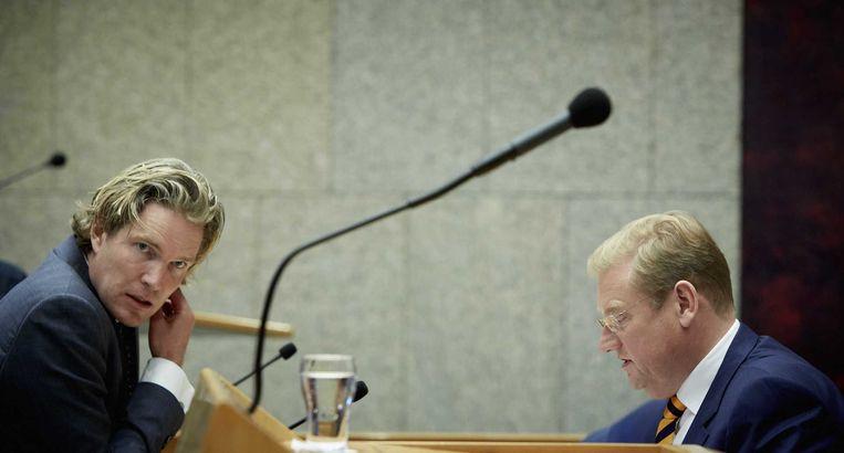VVD'er Foort van Oosten (links) in gesprek met minister Van der Steur van Veiligheid en Justitie. Beeld anp