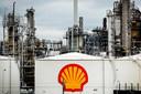 De raffinaderij van Shell in Pernis