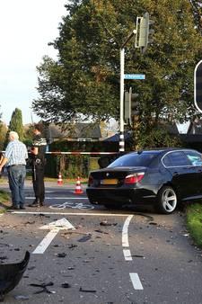 Ravage na ongeluk op Bergmaas in Zeeland, twee automobilisten gewond