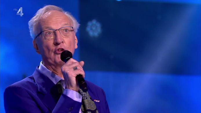 Jaap Hoogenhout (79), wiens bijnaam Japie Spido luidt omdat hij jarenlang de scepter zwaaide over het gelijknamige Rotterdamse rondvaartbedrijf, maakte de tongen los met zijn opvallende danspasjes.