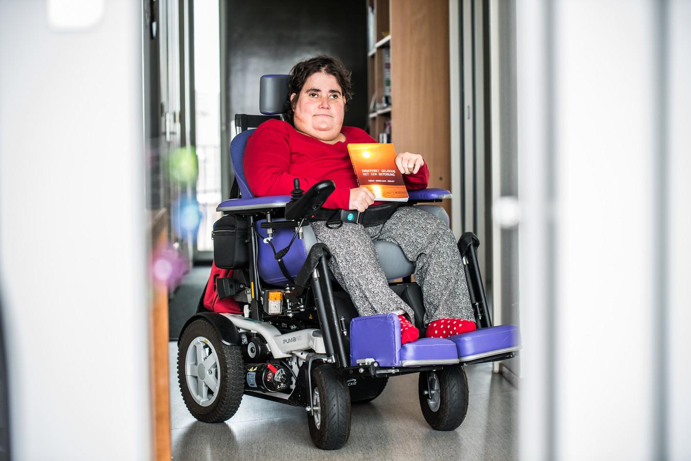 Miriam Dubbeldam heeft een boek geschreven over de ziekte Spina Bifida.
