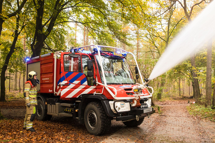 Het nieuwste type brandweerwagen voor bestrijding van bosbranden.