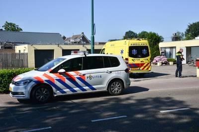 Scooterrijder komt hard ten val door losliggende tegels in Prinsenbeek