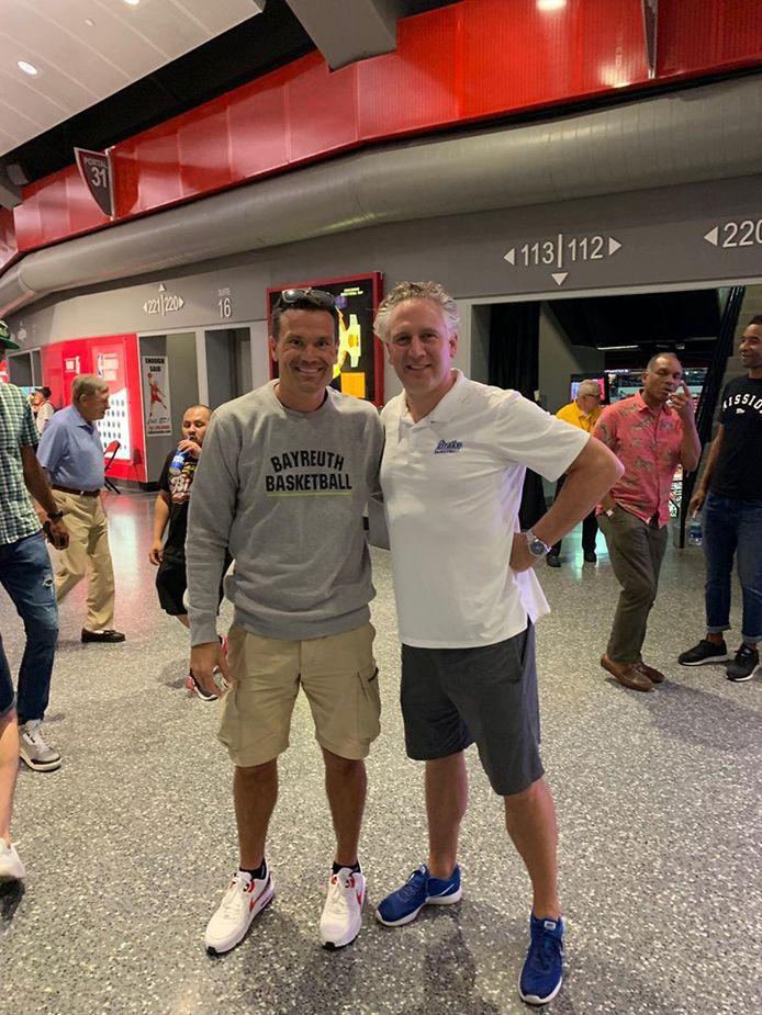 Raoul Korener (links) en Raoul van der Graaf (rechts) zijn samen met Sam Jones in Las Vegas op zoek naar nieuwe spelers
