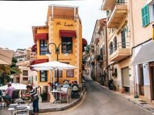 Spanjaarden gaan massaal op vakantie in hun geboortedorp