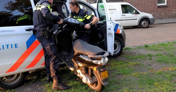 Scooterrijder gewond na botsing op kruising in Waalwijk.
