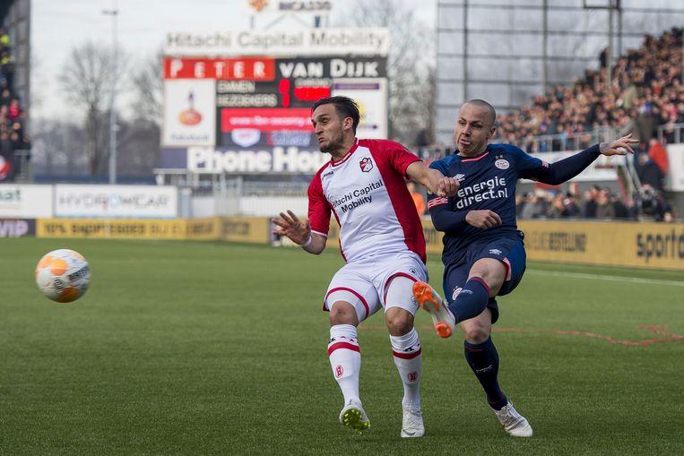 PSV laat zich uit het niets verrassen in bizarre slotfase tegen Emmen (2-2)