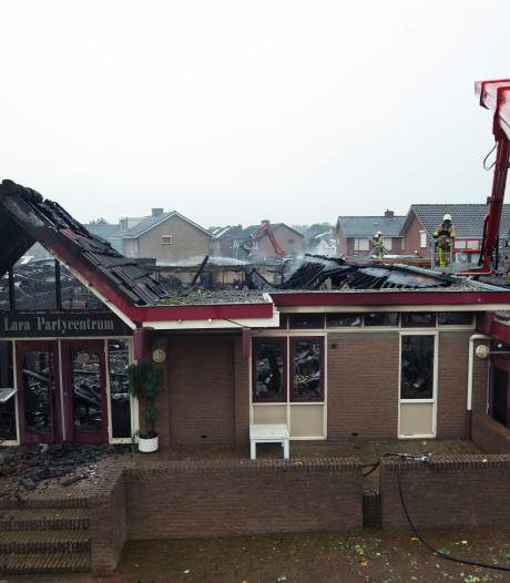 """Brand verwoest zalencentrum in Loil: ,,Ik zag de vlammen en wist ik dat het fout zat"""""""