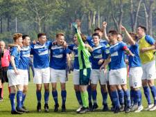Etten-Leurse voetbalkampioenen vieren promoties met huldigingswedstrijd