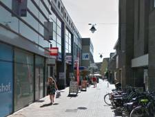 Twee winkelwagens van dak gegooid in Hilversum, voorbijganger ontsnapt aan dood