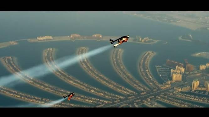 'Jetduo' vliegt over Dubai voor spectaculaire stunt