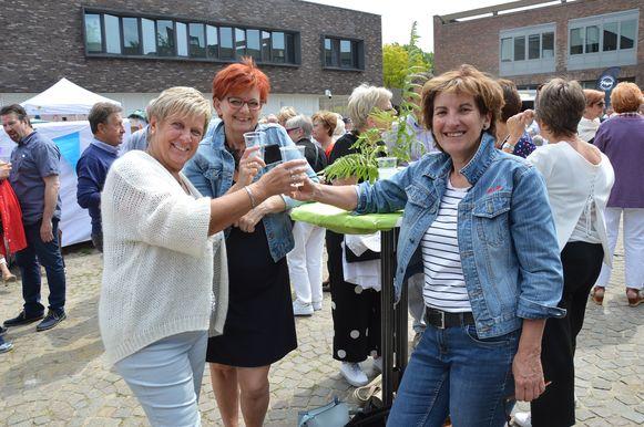 Lentedrink Ninove - Nieuwe Ninovieters Rosa Claeys en  Lieve Van Dixhoorn (links op foto).