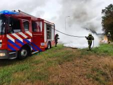 Lading drainage buizen vliegt in brand bij Fleringen