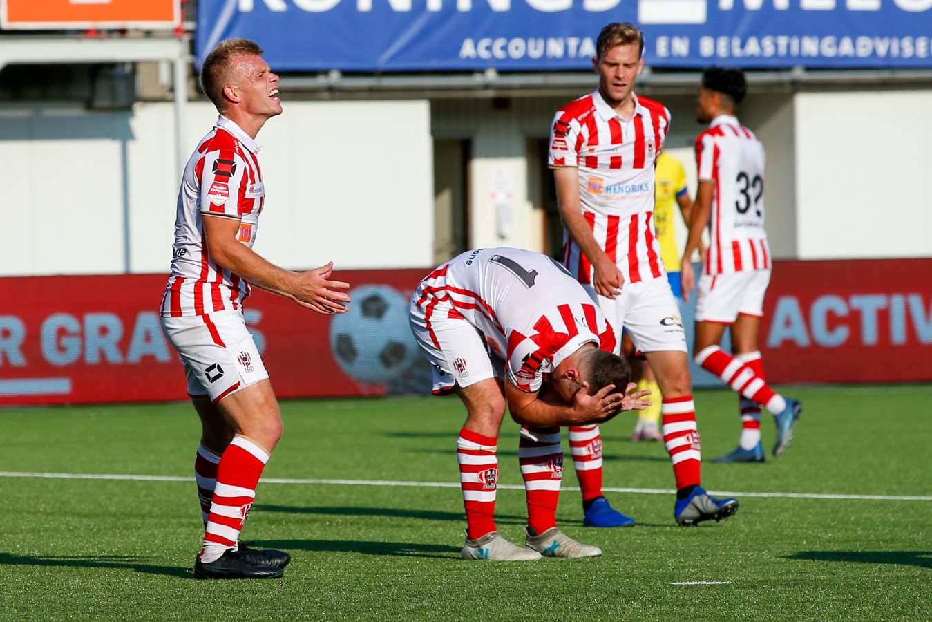 19-09-2020: Voetbal: TOP Oss v Cambuur: Oss Grad Damen of TOP Oss, Lorenzo Pique of TOP Oss after referee Erwin Blank (not in picture) giving a penalty