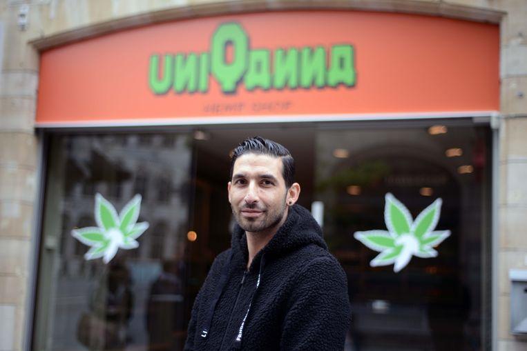 Aytaç Bulut van UniQanna: de eerste legale cannabiswinkel in Leuven.