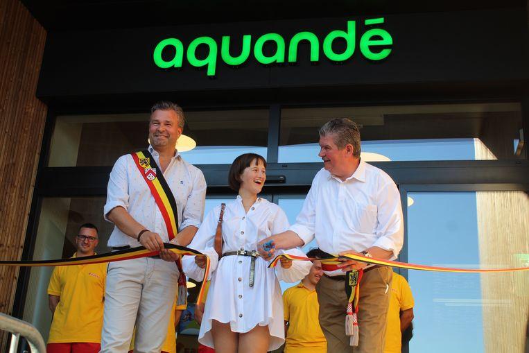 Claude Croes, Pauline Van Marcke en Gino Devogelaere knipten het lintje officieel door.