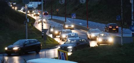 Veenendaalse houdt petitie om fileprobleem op Rondweg-Oost aan te pakken: 'Dit is echt niet veilig'