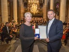 Koninklijke erepenning voor 100-jarige Christelijke Oratoriumvereniging Goes